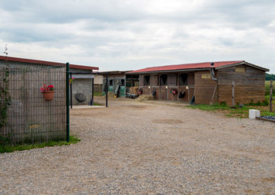 Entrée du Centre Équestre L'alezane à Saint Bonnet de Mûre